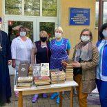 Состоялась передача книг, собранных во время проведения акции «Пасхальный Дар»